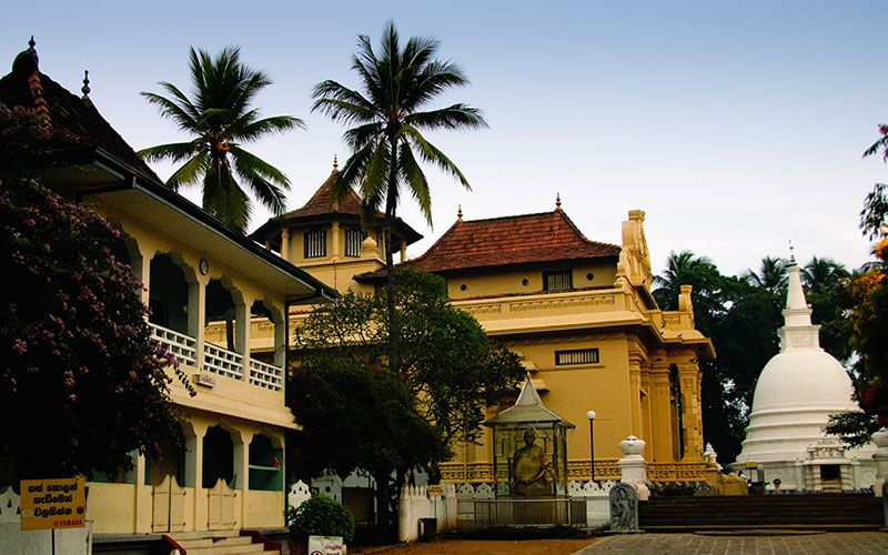 calm temples around colombo